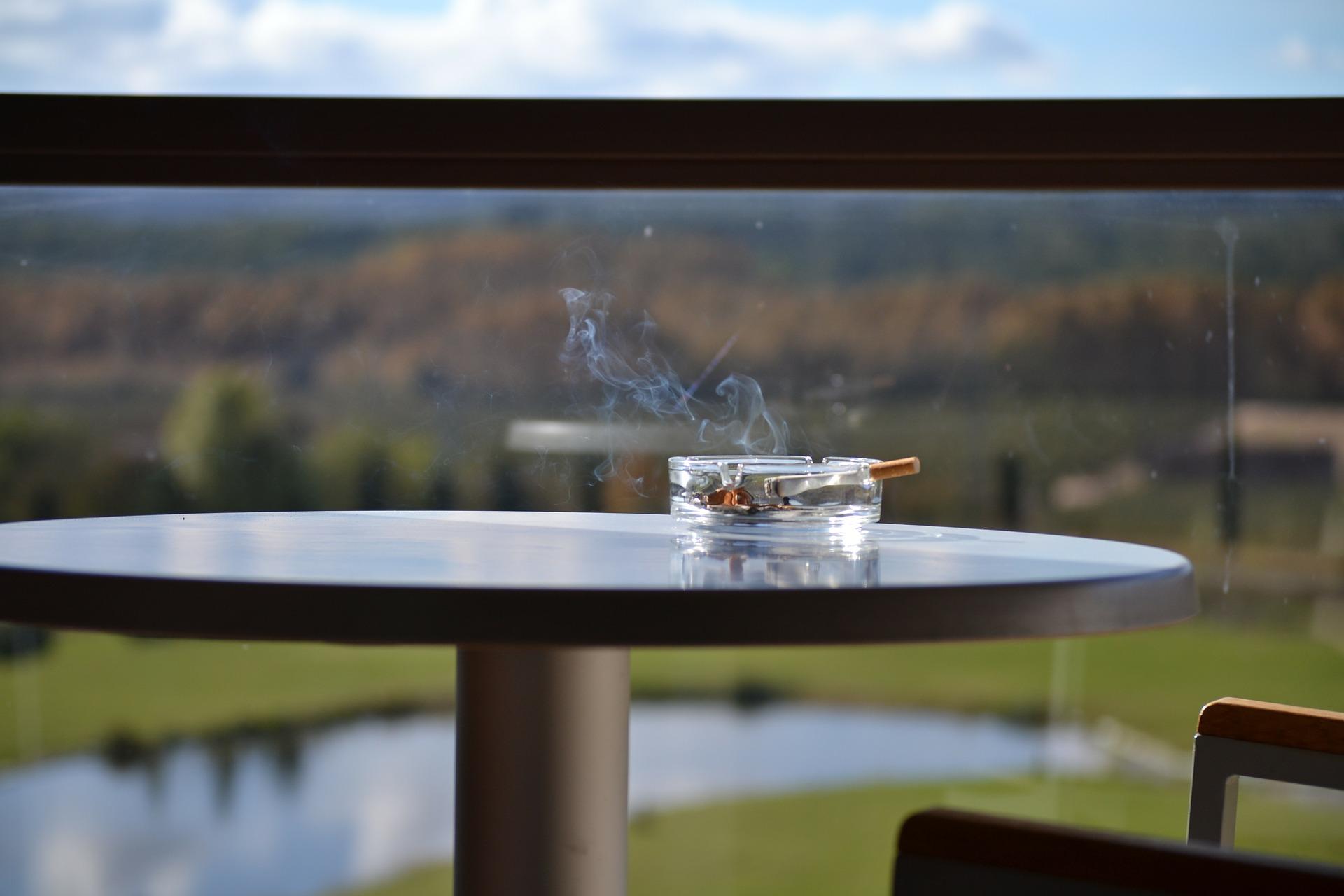 sigaretter røykeloven balkong